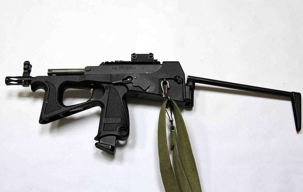 Russia's top brass mulls arming military pilots with PP-2000 submachine gun