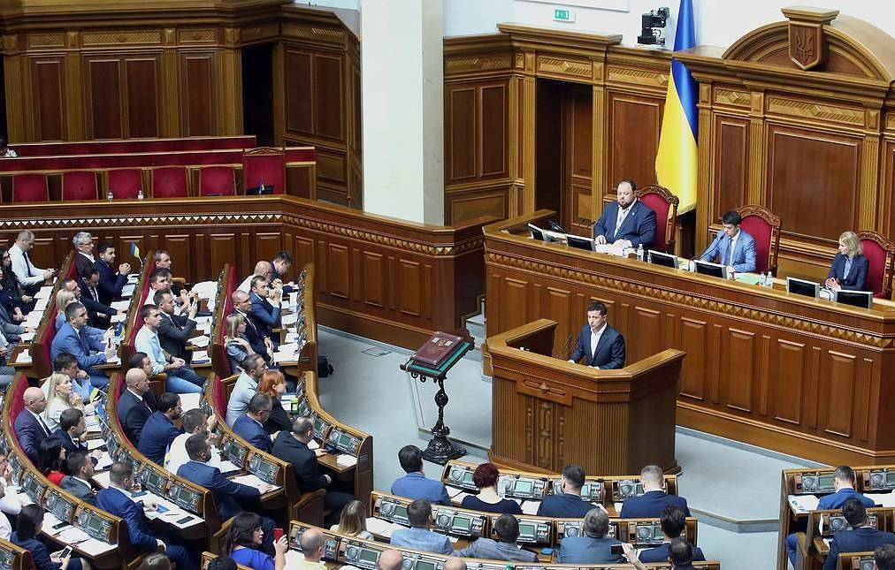 Ukrainian parliament approves bill stripping lawmakers of immunity