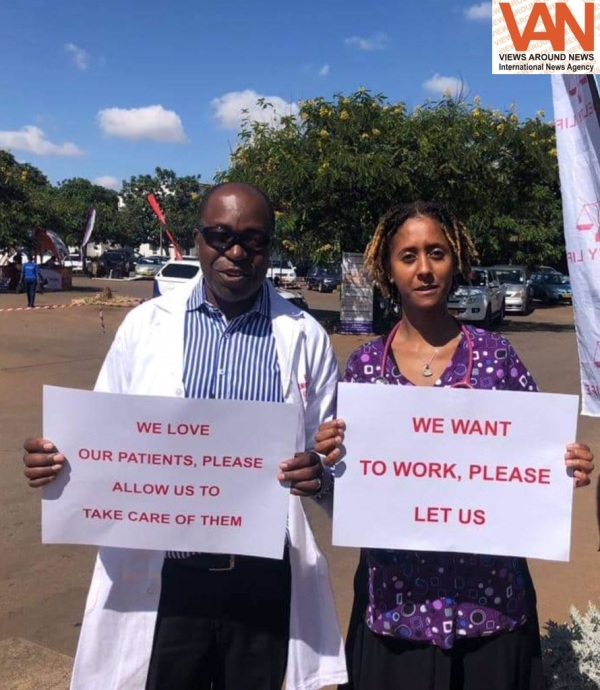 Zimbabwe senior Doctors down tools