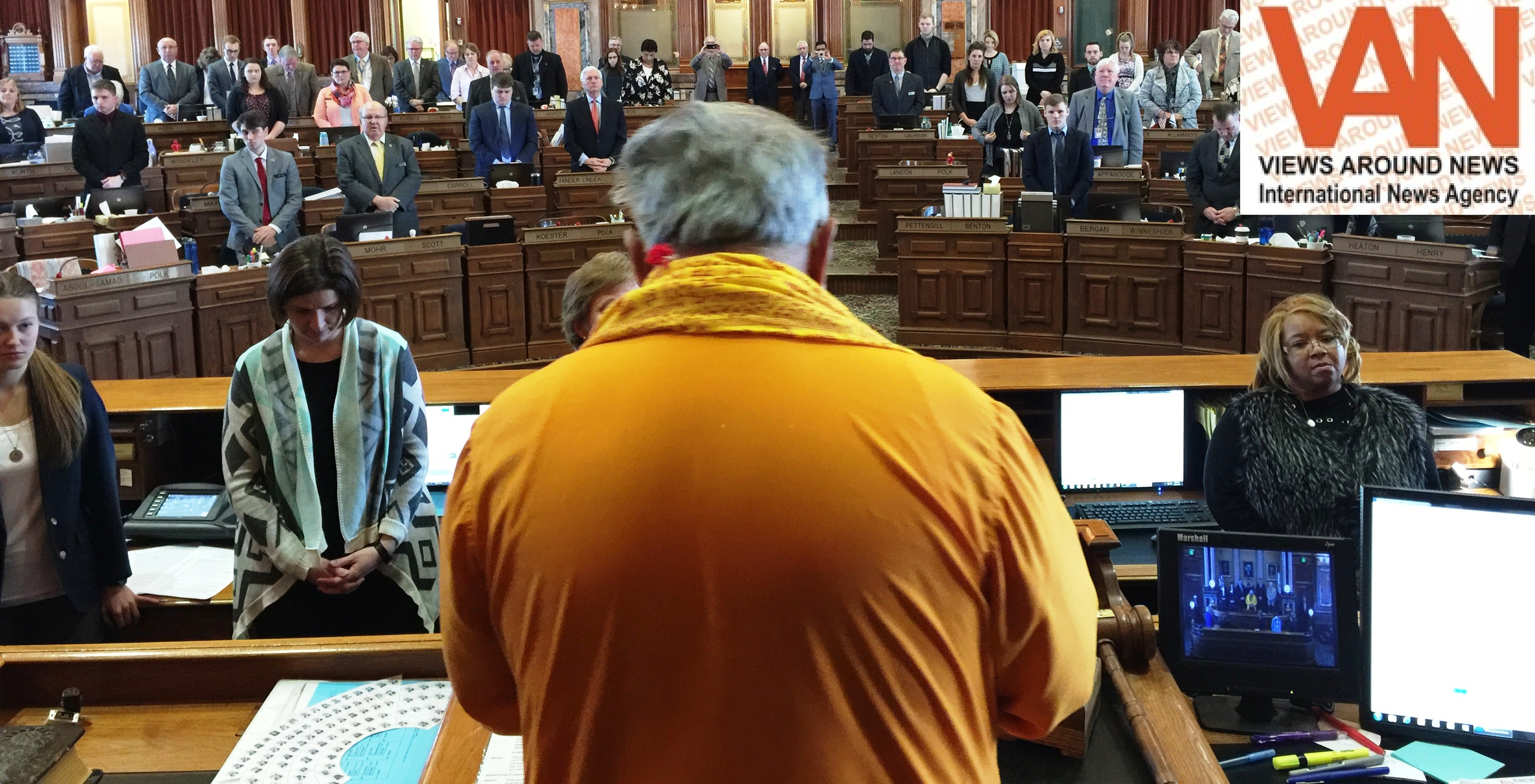 Iowa Senate & House kicked off their sessions with