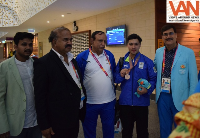 GC2018 - Deepak Lather with Indian Officials at Ca